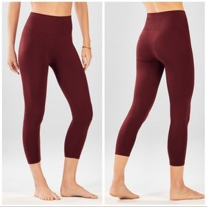 Fabletics Seamless High Waisted Solid Capri Small